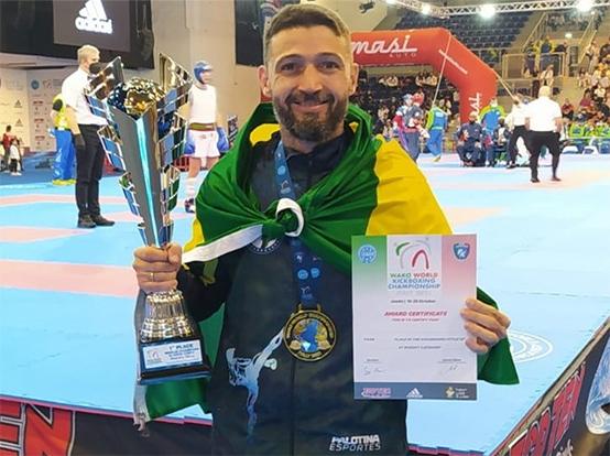 Edson Venturatto conquista ouro no Campeonato Mundial de Kickboxing