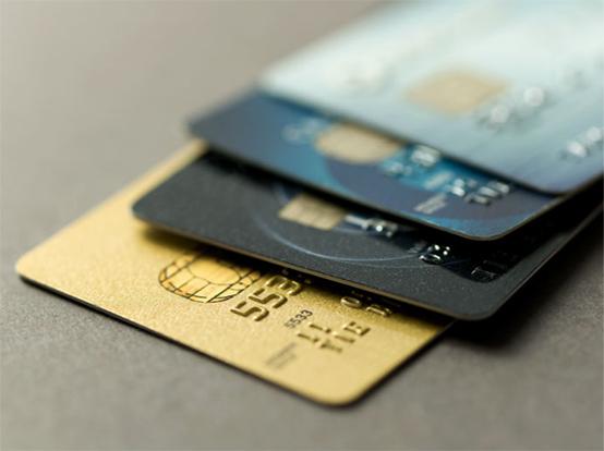 Juros do cartão de crédito aceleram e atingem o maior nível em 4 anos