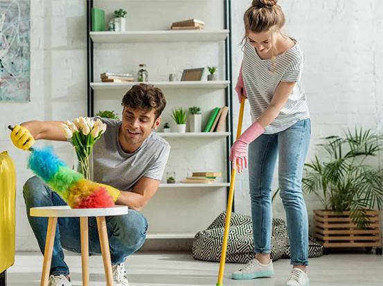 Não varra a casa durante a noite. Esta e outras superstições de limpeza